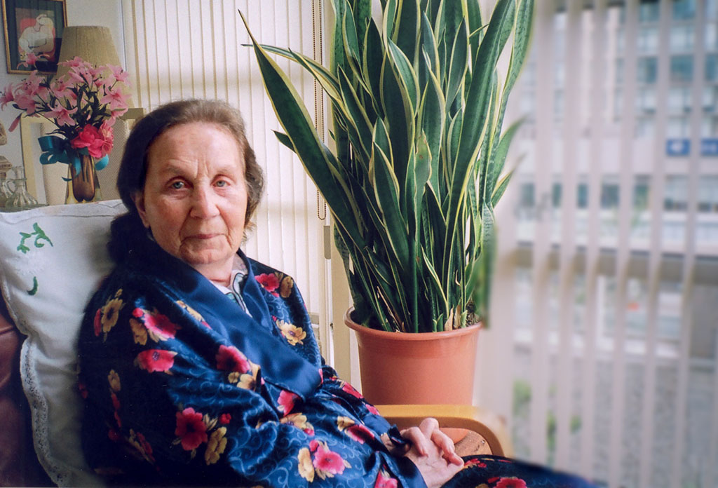 Older woman with Alzheimer's in a chair