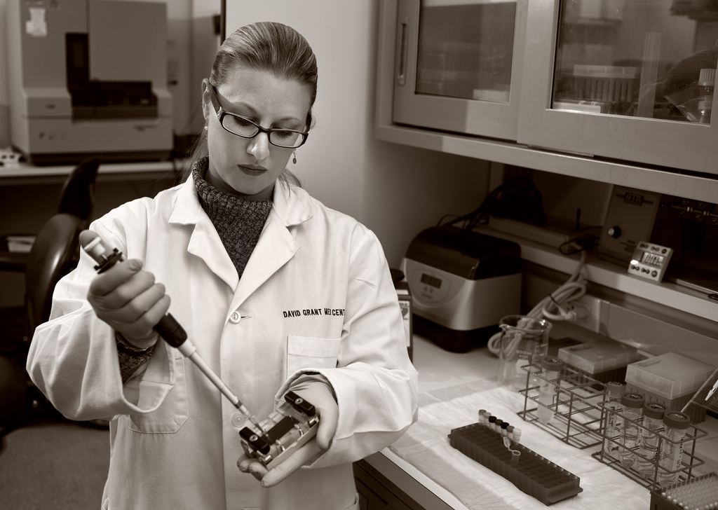 Female scientist in a lab.