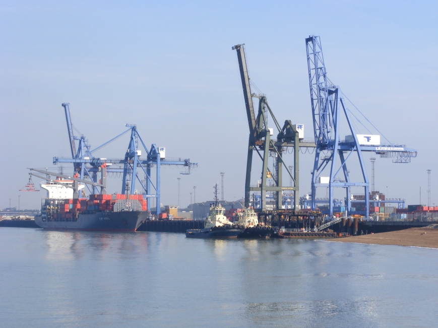 Felixstowe_Container_Port_-_geograph.org.uk_-_1733682 (1)