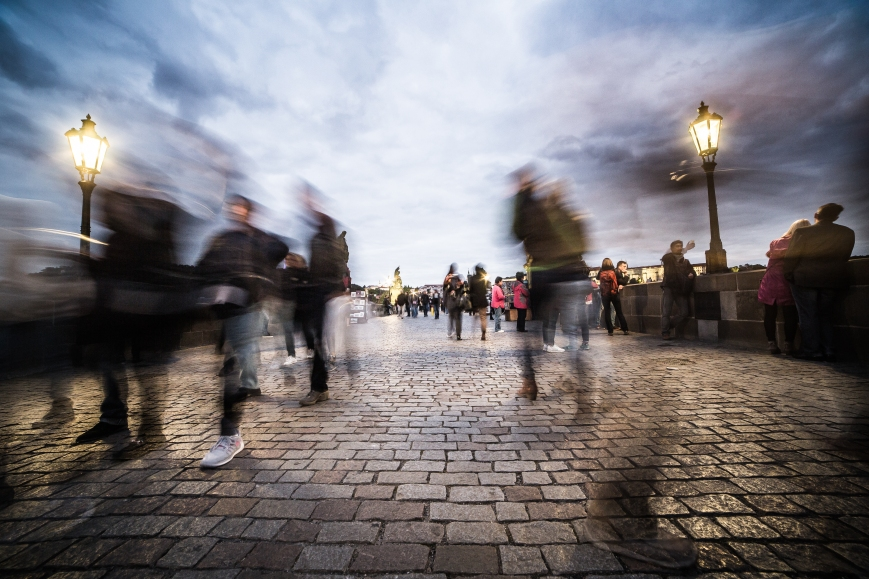 chaotic-people-on-charles-bridge-in-prague-picjumbo-com